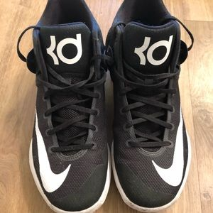 Nike KD Trey 5 IV basketball shoes. Kevin Durant